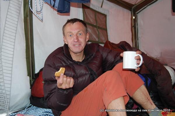 Денис Урубко (1 место) даже после забега может рассказать еще много анекдотов