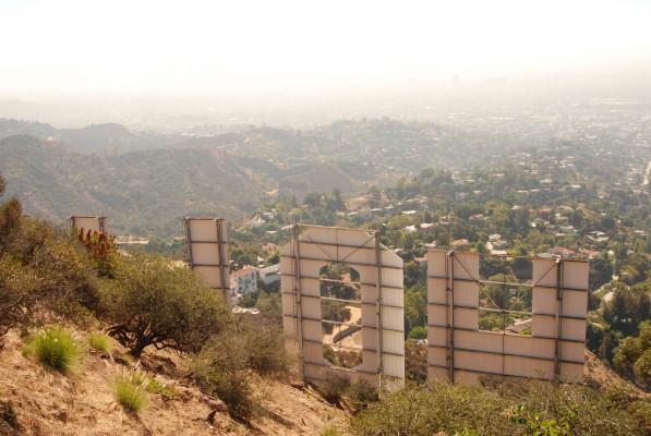 Пожалуй, это самое близкое расстояние на которое можно легально подойти к знаку Голивуд