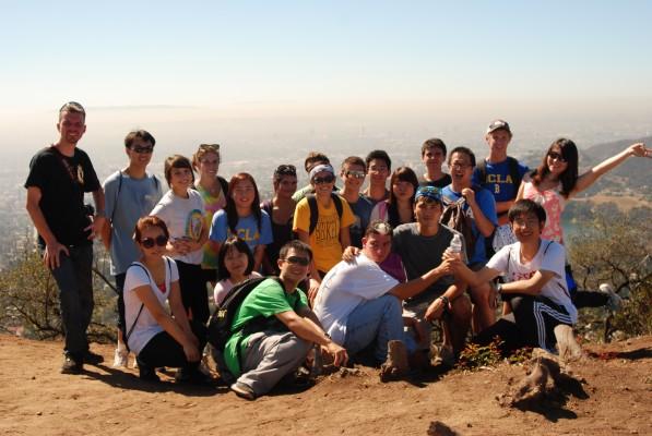Фотографируемся на вершине холма