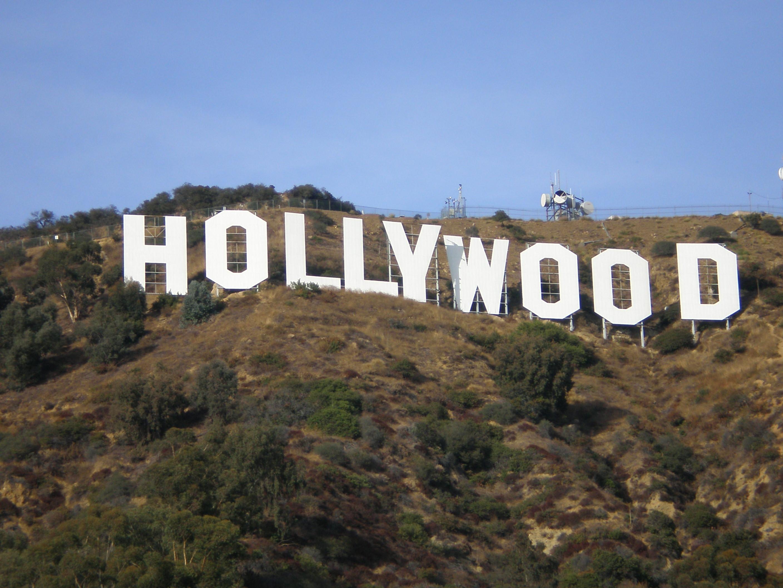 Вид на знак знак «Голливуд» открыт почти с любой точки города, но даже издали смотрится эта девятибуквенная махина впечатляюще.